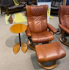 (M) Wing Chair/Classic Base & Ottoman